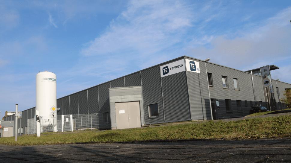 Aussenansicht der TEPROSA GmbH mit Gastank