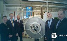 Die Geschäftsführung der TEPROSA GmbH mit Investitionsbank Chef Manfred Mass, Wirtschaftsminister Willingmann und Umweltministerin Dalbert