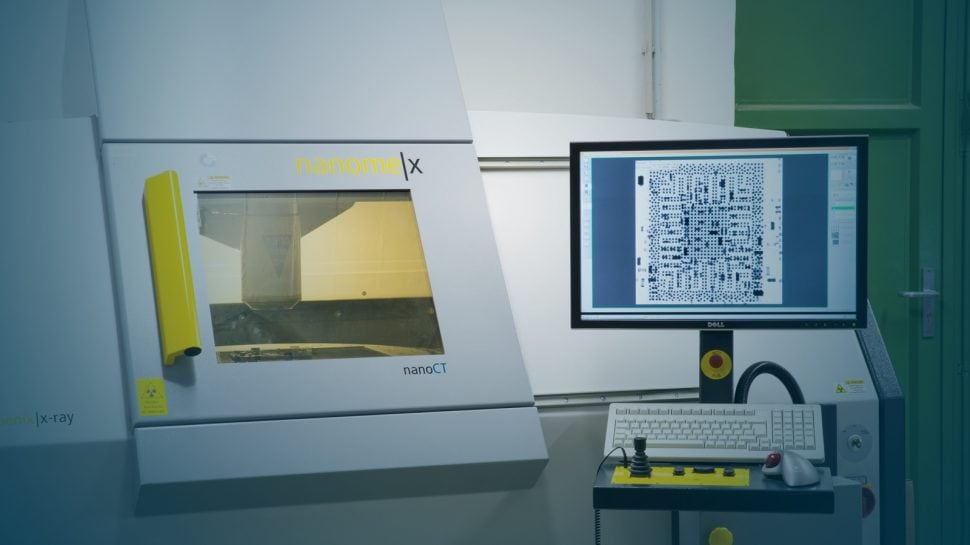 Examination of a printed circuit board using x-ray-analysis.